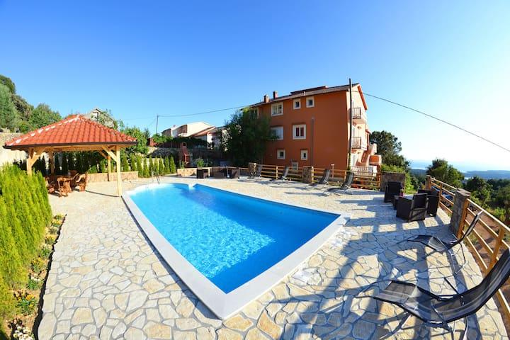 Apartment 1 - Holiday apartments with ocean view - Mundanije - House