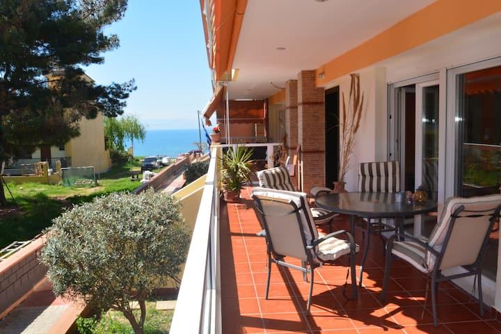 Stunning spacious seaview apartment in Michaniona