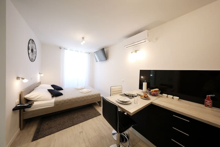 Studio Apartment Lena in the centre of Zadar