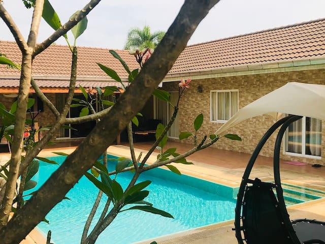 Exclusive Pool Villa & Jacuzzi 3/4 BDR