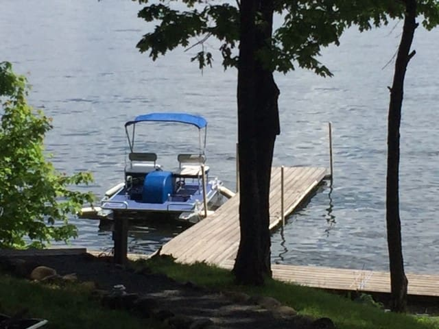 The cabin comes with access to the paddle boat, canoe and kayak