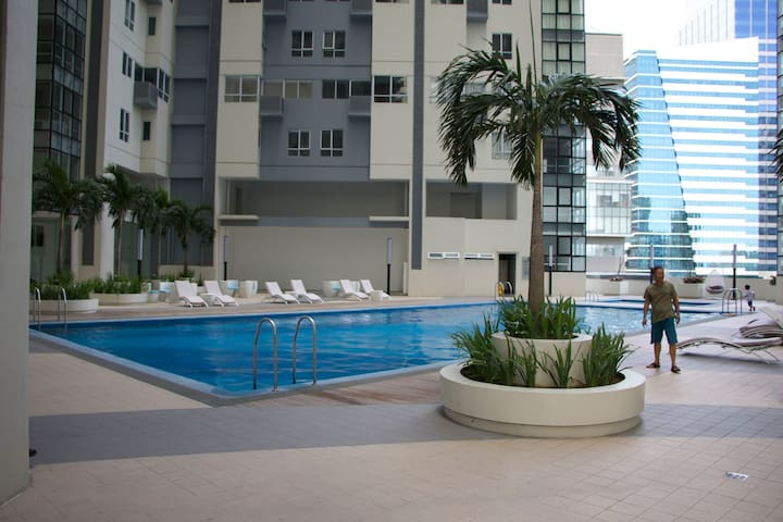 2BR Home at BGC with WIFI