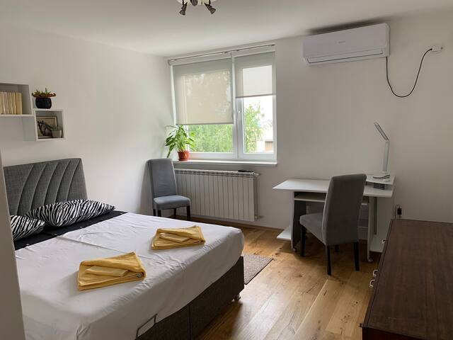 Cozy and clean apartment in wider city center