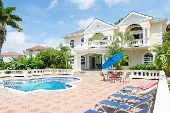 Luxury Villa with Amazing Ocean Views