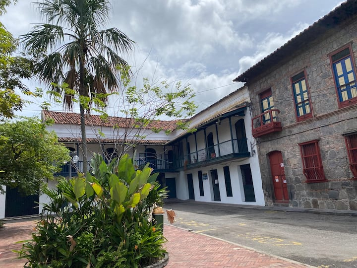Casa Hondana Familiar