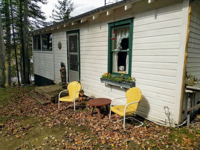 Quant Lake Escape Front Cottage 1,100 Acre Lake