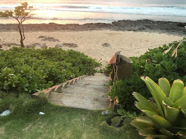 Beachfront getaway directly on  Sunset Beach
