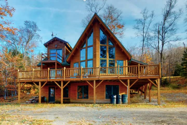 Family-friendly home w/ lake & mountain views, free WiFi, & a wood fireplace