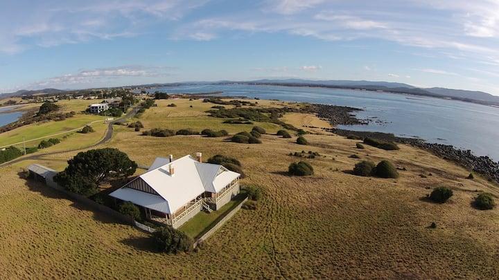 Queenslander House (Low Head)  -  Pure Serenity !!