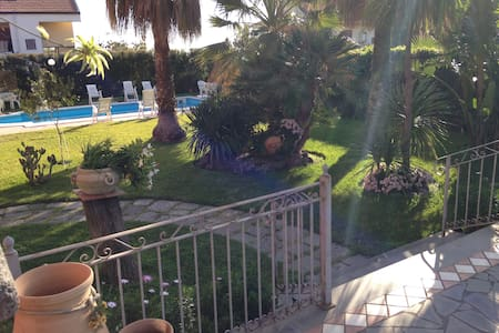 Double Room + breakfast in Villa with Pool - Mascalucia