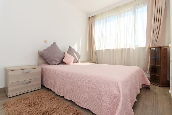Room in peaceful apartment - Ganshoren