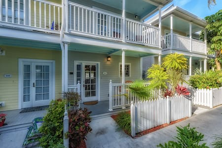 Paradise on Porter 2 Bedrooms, 2 1/2 Baths ** July Special**