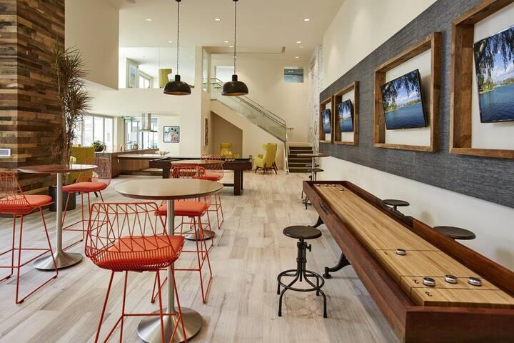 Bright Room in Brand-new Vantis Apartment