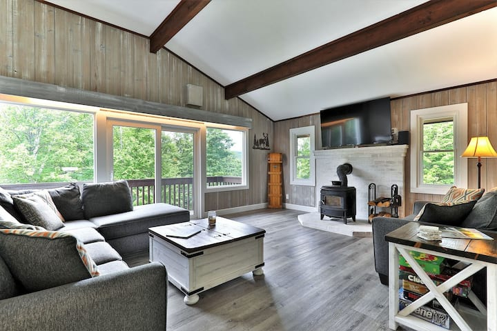 Breakaway House: Renovated Killington Duplex, Unit A