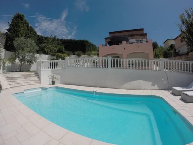 Le Clos des Roses : villa avec piscine Cannes - La Roquette-sur-Siagne - Villa