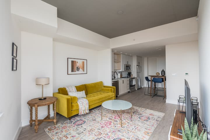 Stunning 1BR in South Capitol Near Metro + Pets OK