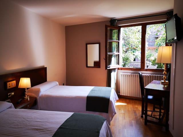 Habitación dos camas en el corazón de Ordino