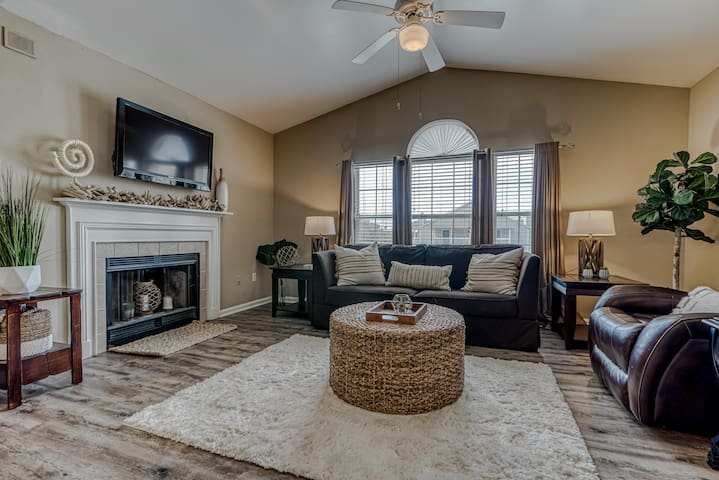 Adorable 2 Bedroom Close to Golf And The Zoo, But Only Minutes To The Beach - Colony Club U3
