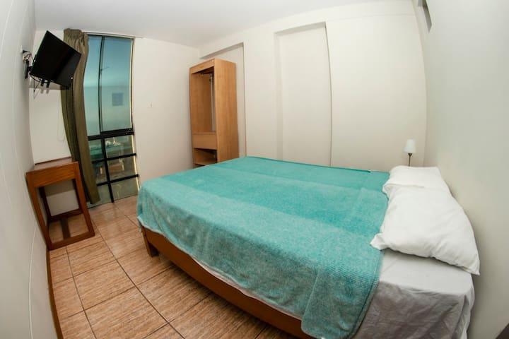 Matrimonial cama 2 plazas con vista lateral al mar