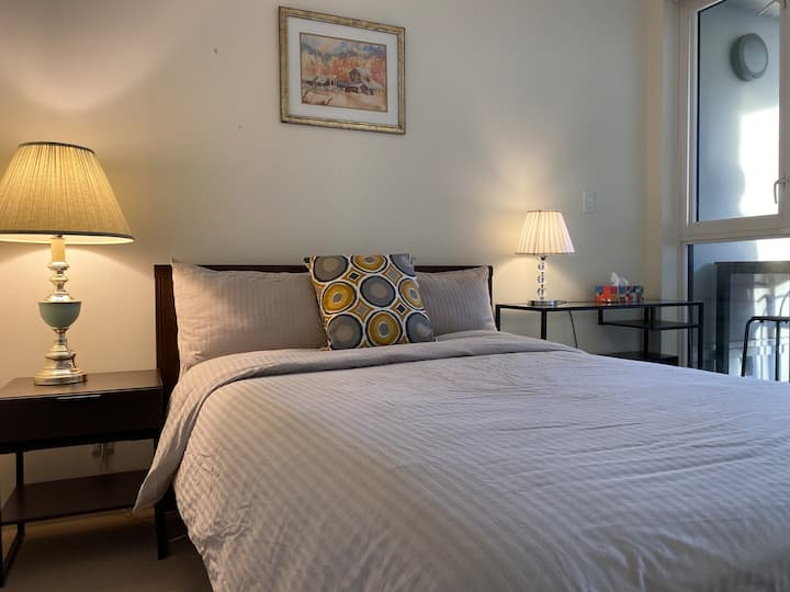 Near Richmond center 1bed