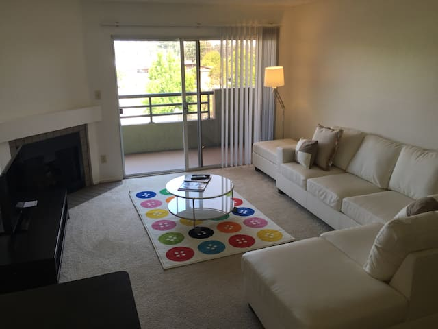 Lovely 2  Bedroom PRIVATE Apt close beach and LAX - Los Angeles - Apartamento