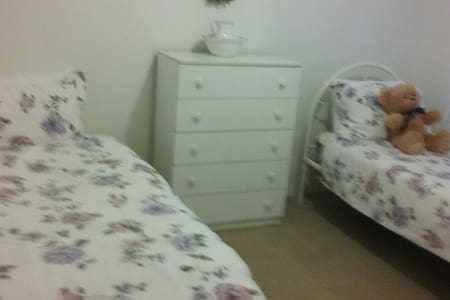 Sues Place,2 single beds.Room B