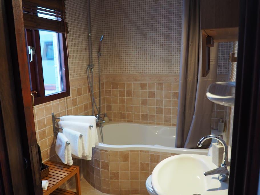 Baño completo con Bañera y Ducha
