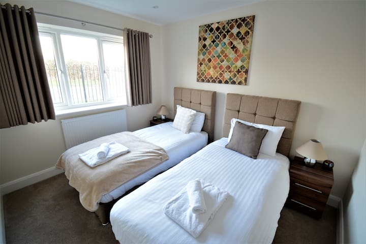 Heathrow Living Serviced Apartments - Apt  09