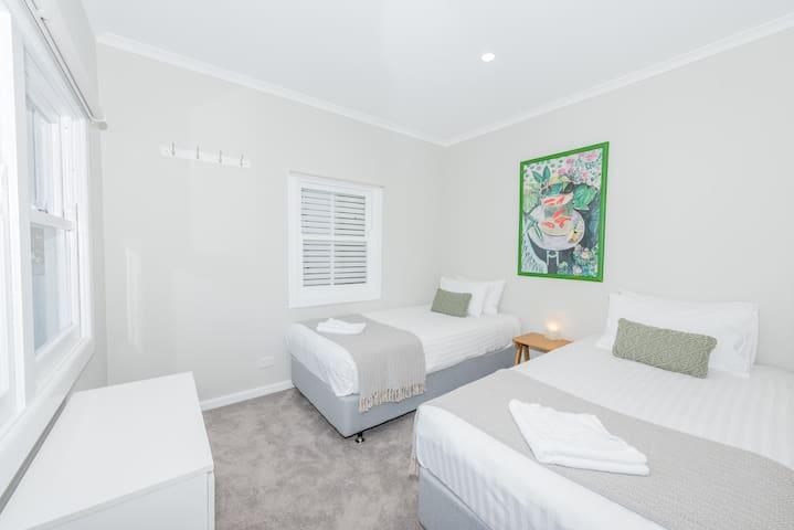 2nd Bedroom - 2x Single Beds