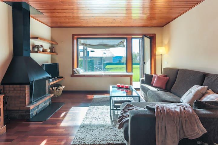 Apartamento con jardín, piscina y wifi