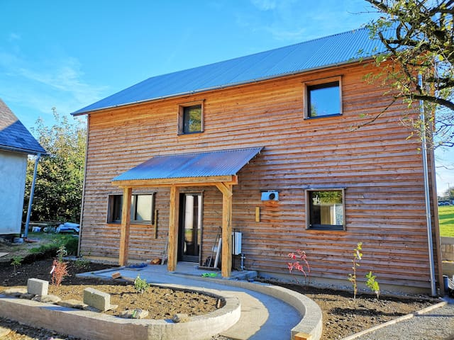 Ty Pren - Quirky Passivhaus close to Sea and Hills