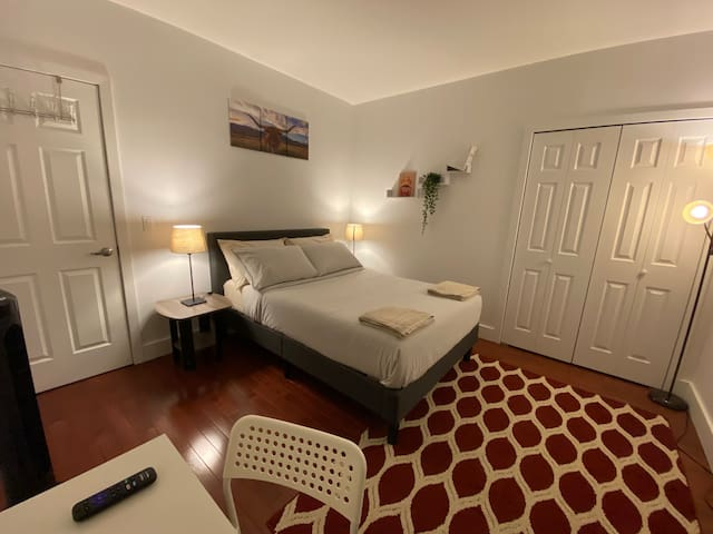Spacious comfortable clean room By Times Square