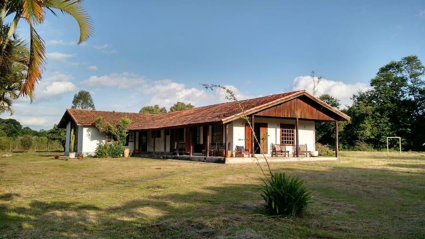 Casa de campo charmosa em Porangaba - サンパウロ - 一軒家