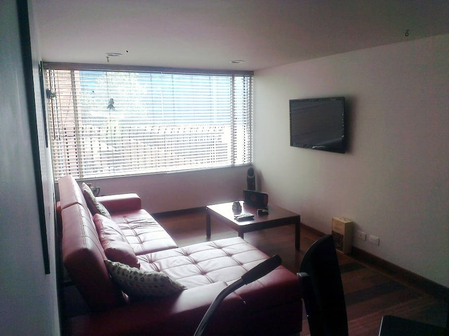 Living room with Cable TV  (Sala con Televisor)