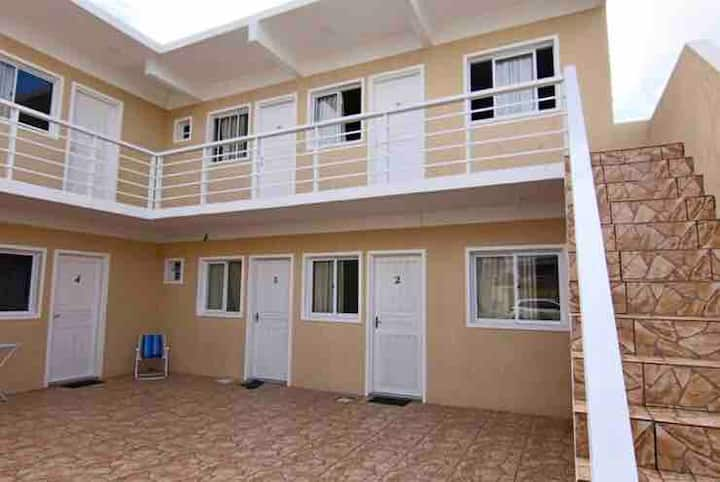 Residencial Reis (kitnets de 25m2, piscina/sinuca)