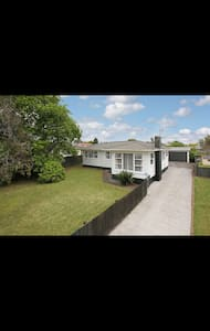 Large House with a Large section - Pukekohe - Dom
