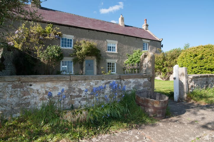 Secluded Yorkshire Dales cottage, panoramic views