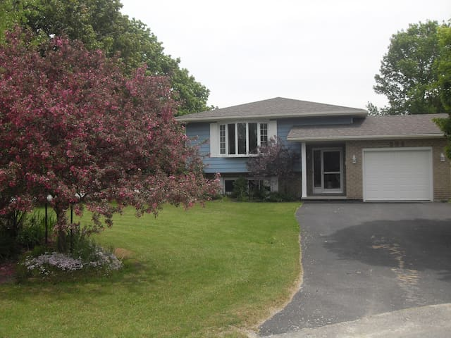 Nice 3 bedroom bungalow with covered BBQ deck area
