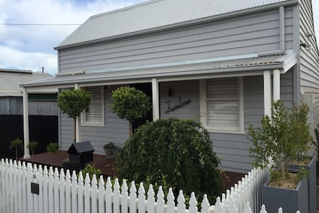 Fully Renovated Miner's Cottage - Geelong West - House