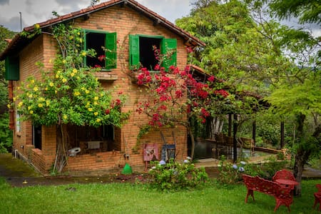 Linda Casa Rústica c/ 8 Cachoeiras - Rio Acima