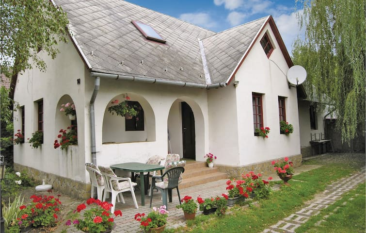 Holiday cottage with 5 bedrooms on 76m² in Badacsonytomaj