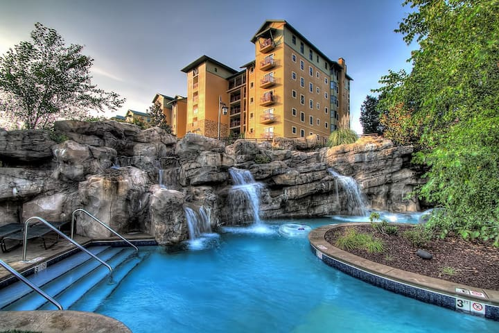 NEW! Condo @ RiverStone, Lazy River, Pool, WiFi