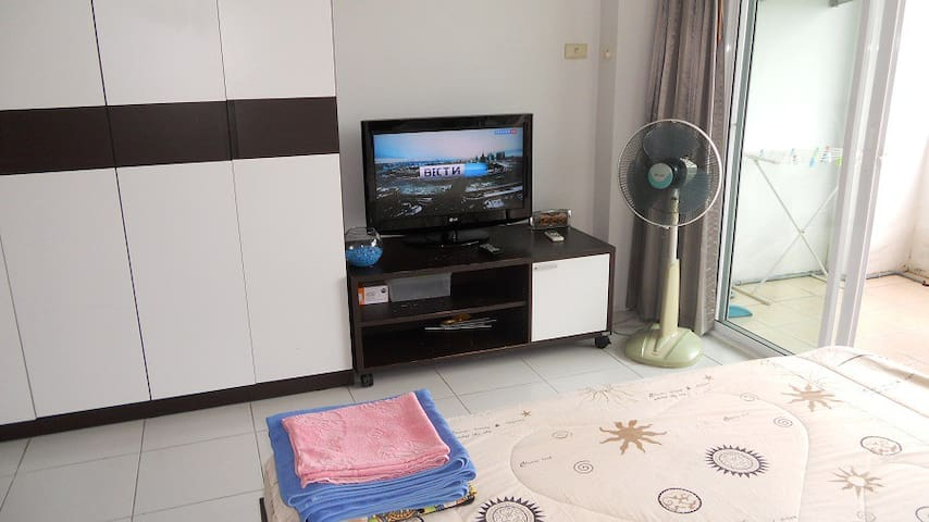 Cozy cheap studio with internet - Pattaya - Appartement