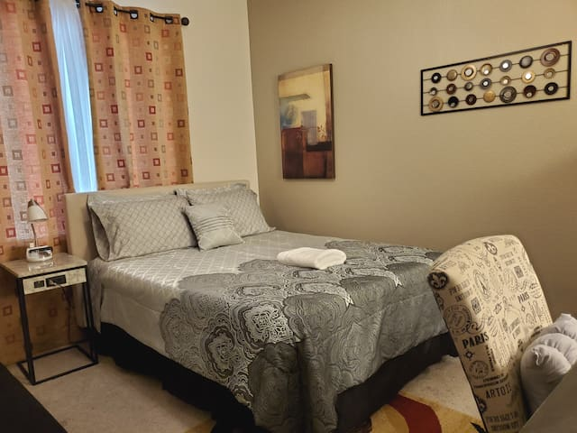 Easy Self Check-In & Checkout,Cozy Place Queen Bed