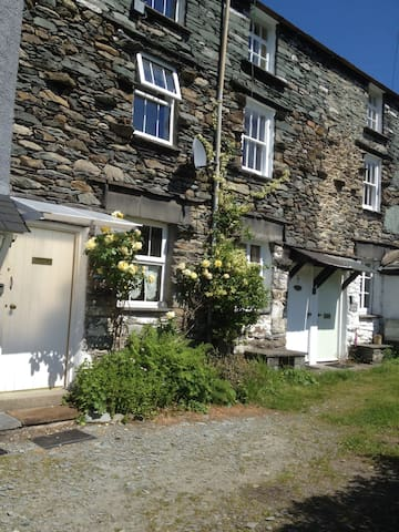 Cosy traditional 200 yr old stone cottage sleep 4