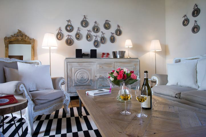Grande Suite inside Bligny Les Beaune Castle - Bligny-lès-Beaune - Wohnung