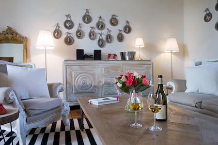Grande Suite inside Bligny Les Beaune Castle - Bligny-lès-Beaune - Appartamento