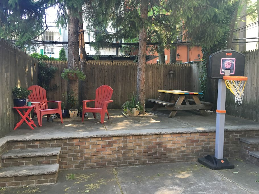 Backyard with picnic table and 2 chaise chairs