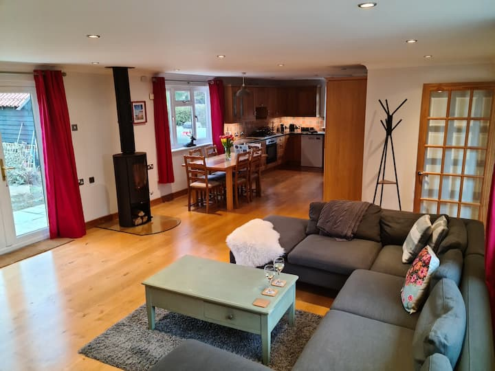 Rural escape with countryside views & Log burner