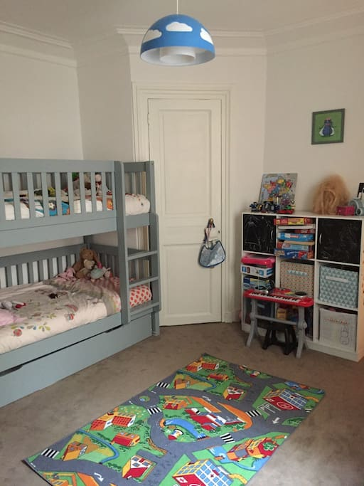 Chambre enfant 2 lits de 90X190 + lit tiroir